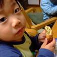 ピロシキ食べてるヤマト(3歳)