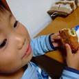 ピロシキ食べてるヒロ