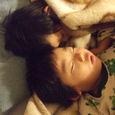 くっついて眠る(3歳半)
