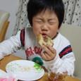 ヤマト、ドーナツ食べる(5歳0ヶ月)